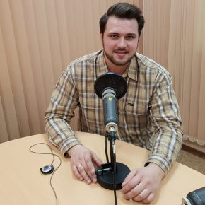Гость студии радио певец Сергей Макаров