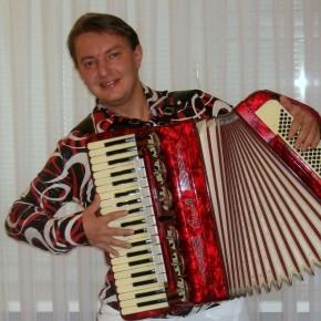 Гость программы - наш земляк, лауреат Всероссийских и международных конкурсов, аккордеонист Александр Туболец