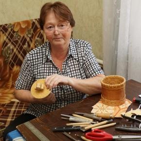 ВАЛЕНТИНА КАЛИНОВА - мастер по бересте из села Колтовское Колышлейского района