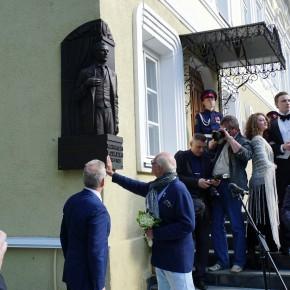 В Пензе на здании бывшей 2 мужской гимназии открыли мемориальную доску актеру немого кино ИВАНУ МОЗЖУХИНУ