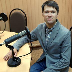 В студии солист областной филармонии, органист АЛЕКСАНДР НОВОСЕЛОВ