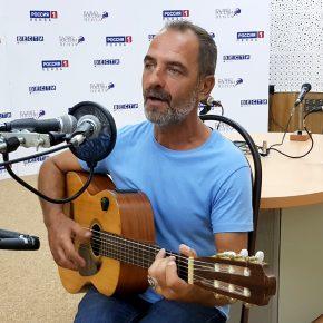 Гость студии радио - автор и исполнитель песен АНДРЕЙ БОРОДА (г.Москва)