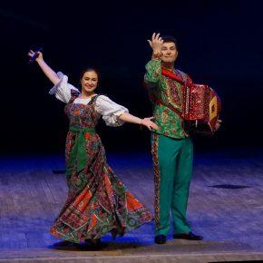 21 декабря в большом зале областной филармонии звучали песни в исполнении Марты Серебряковой и инструментальные мелодии гармониста Святослава Шершукова. Радиоверсия концерта