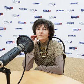 В студии радио педагог по вокалу Ольга Роба